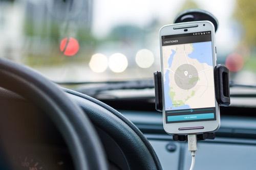 Epi-Care Mobile er den epilepsialarm, der giver flest oplysninger. Den sender alarmkald, og en sms med GPS koordinater, så det er let af finde en person efter et epileptisk anfald.