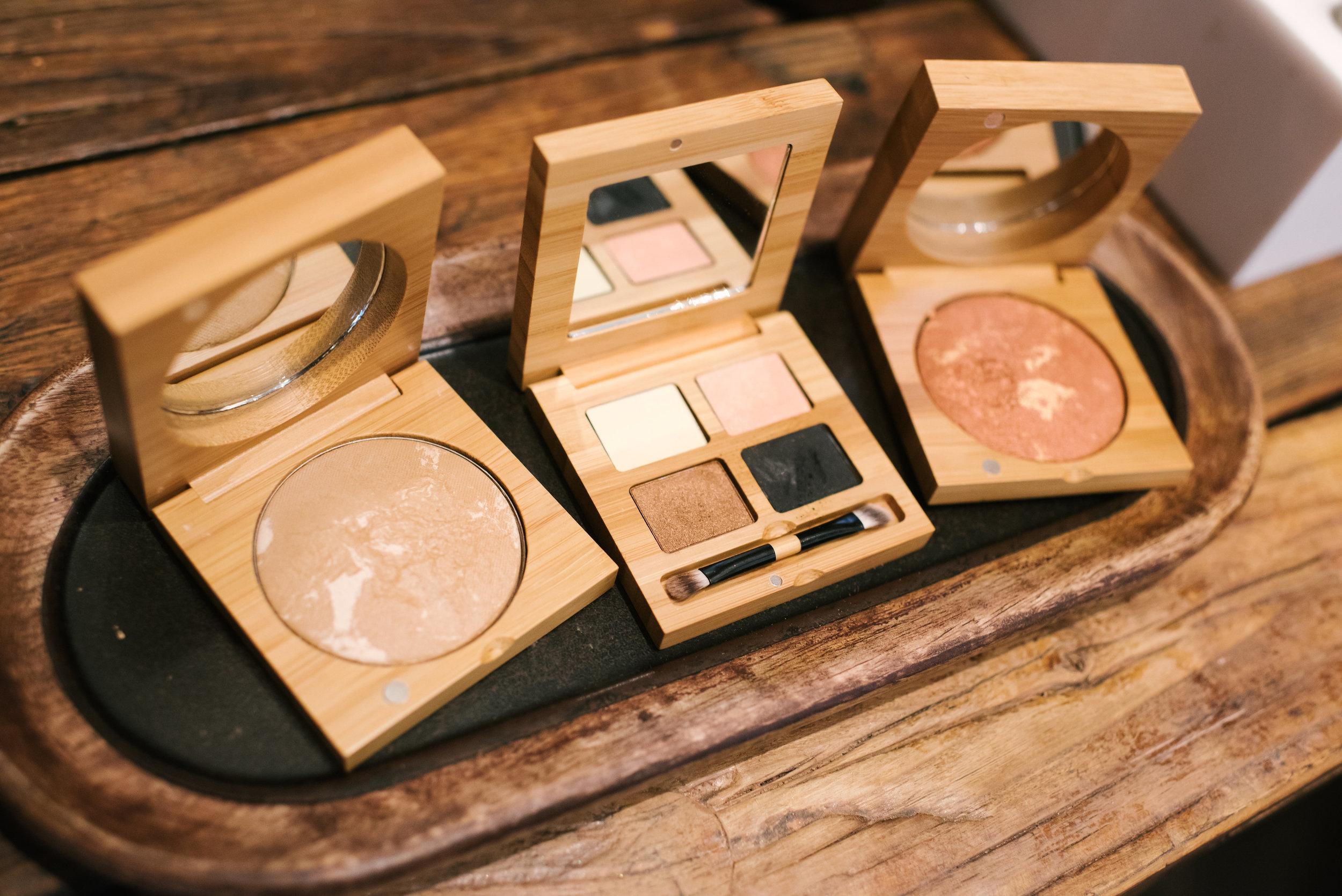 Antonym natural makeup
