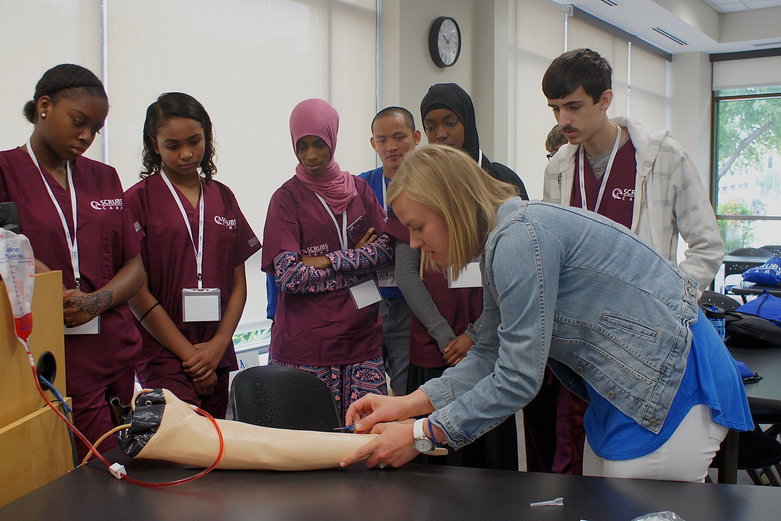 The first four blocks of Scrubs Camp included About Asthma, Biomedical Engineering, Pharmacy Careers, and What is an Anesthetist? Groups of approximately 20 high school students rotated throughout the day between each block.