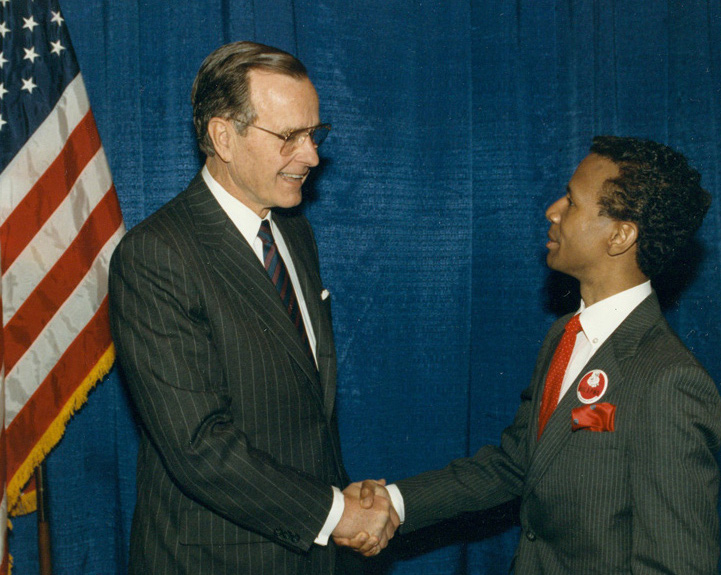 Phil Morrow meets President Bush at a national AIDS conference in Washington, DC