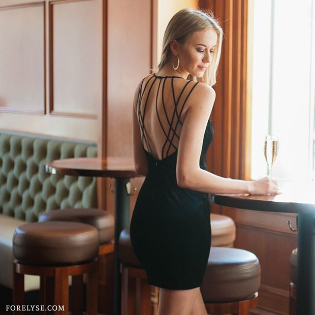 How amazing is the back of this dress? #lbd #blackdress #cocktailhour