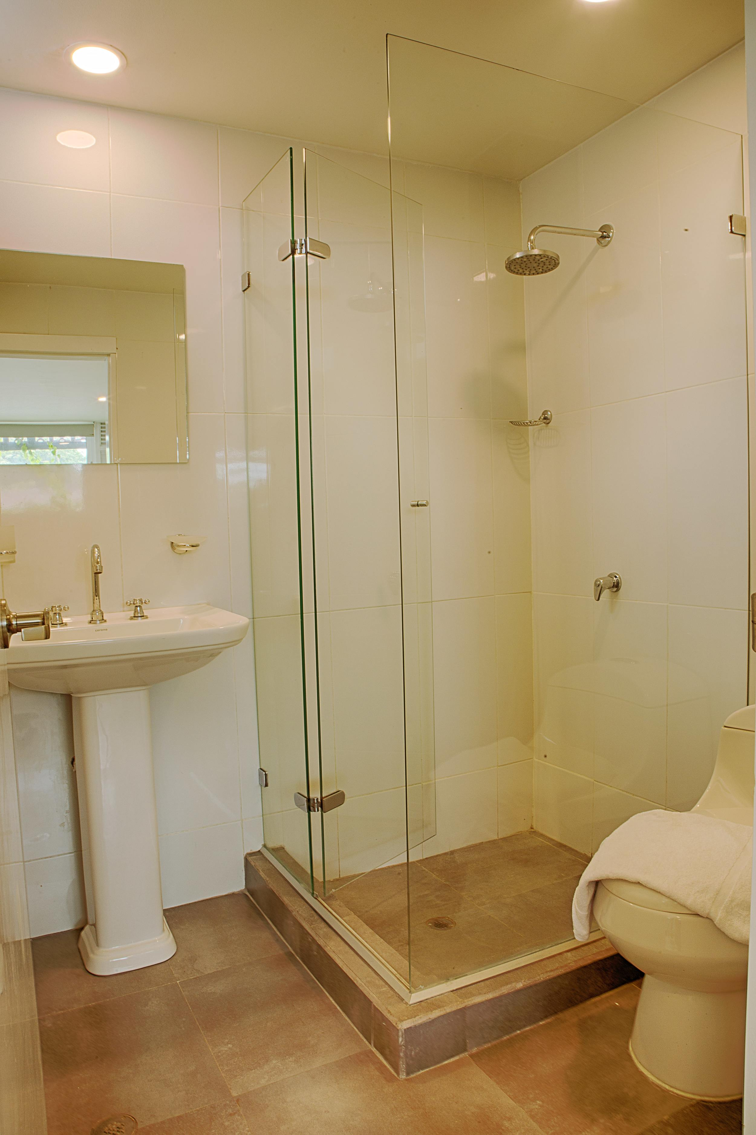 204-Bathroom.jpg