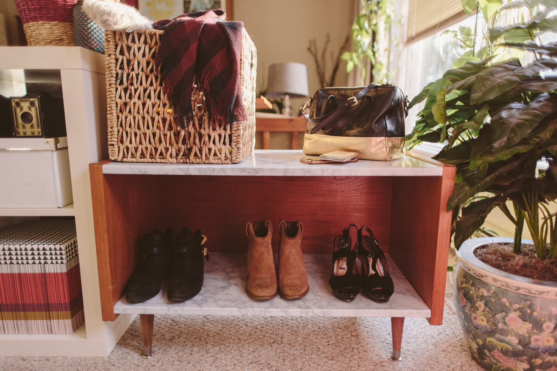 DIY Midcentury Marble Entry Bench