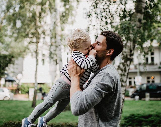 Anzeige | Mein Leben als Vater, ist neben all den vielen Glücksmomenten, die ich tagtäglich mit Carlotta und Constantin habe auch gefüllt mit Sorgen und Zweifeln. Warum das so ist, weshalb ich damit nach einer von @fisherprice in Auftrag gegebenen Studie nicht allein bin und warum wir jeden Tag die Chance haben, Sachen zum ersten Mal richtig gut zu machen, egal wie viele Versuche schon vorangegangen sind, lest ihr auf dem Blog #dadlife #lebenmitkindern #fisherprice #newdadsontheblog