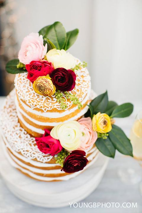 Naked Cake with Fresh Flowers by Loft22 Cakes