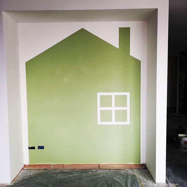 ... C'è chi la casa sull'albero e chi la casa sul muro... #salagiochi #pareticreative #pitture&decorazioni #trevisanmattia