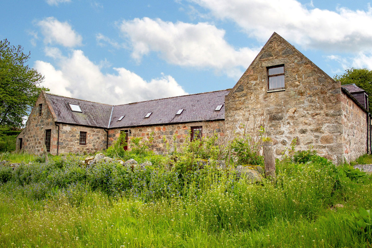 Our Distillery - A place of stunning natural beauty, Esker Spirits is produced in the heart of Scotland on the Kincardine Estate, Royal Deeside.Our gins are produced in copper stills in the distillery using over a dozen botanicals, including locally sourced silver birch sap, heather, citrus and spice.