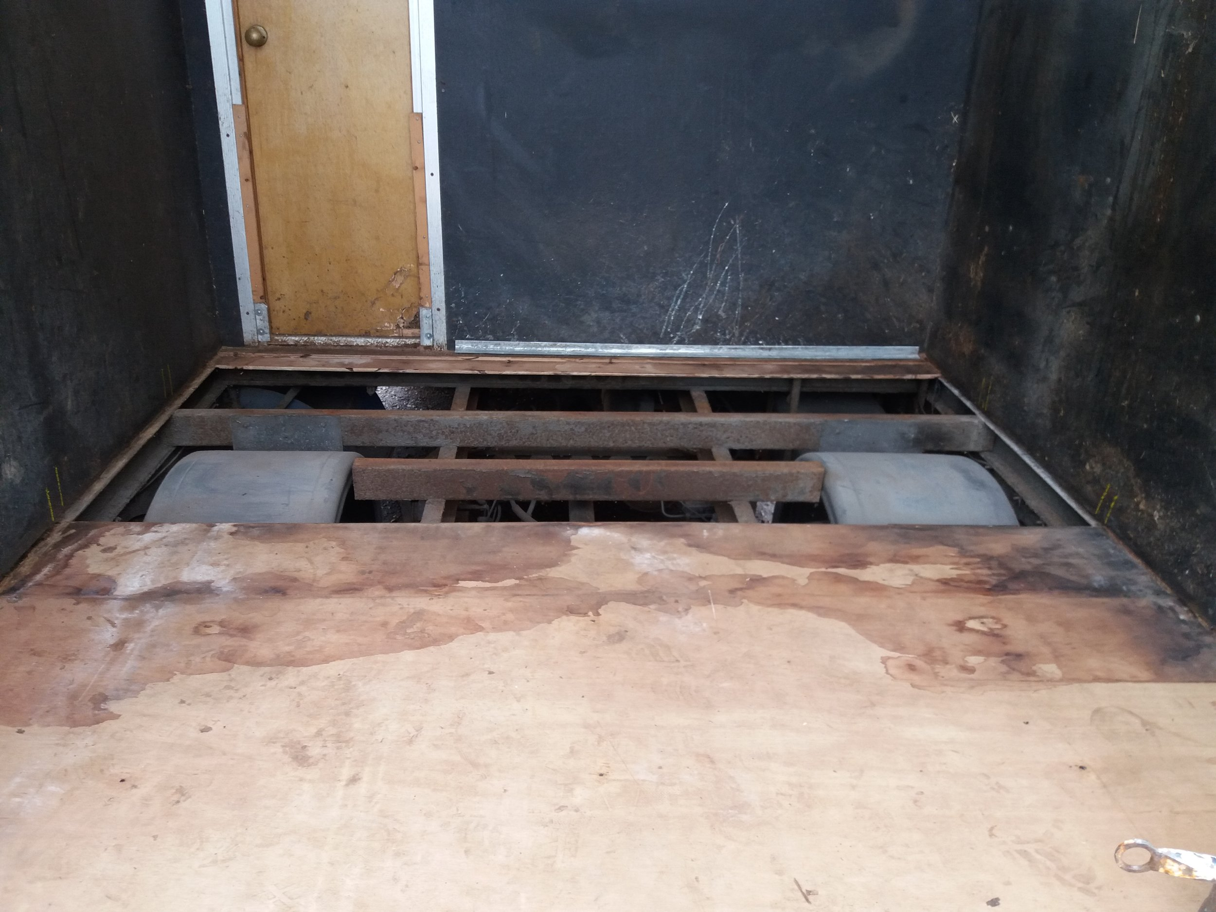 Removing rotten floor pannel, in horsebox
