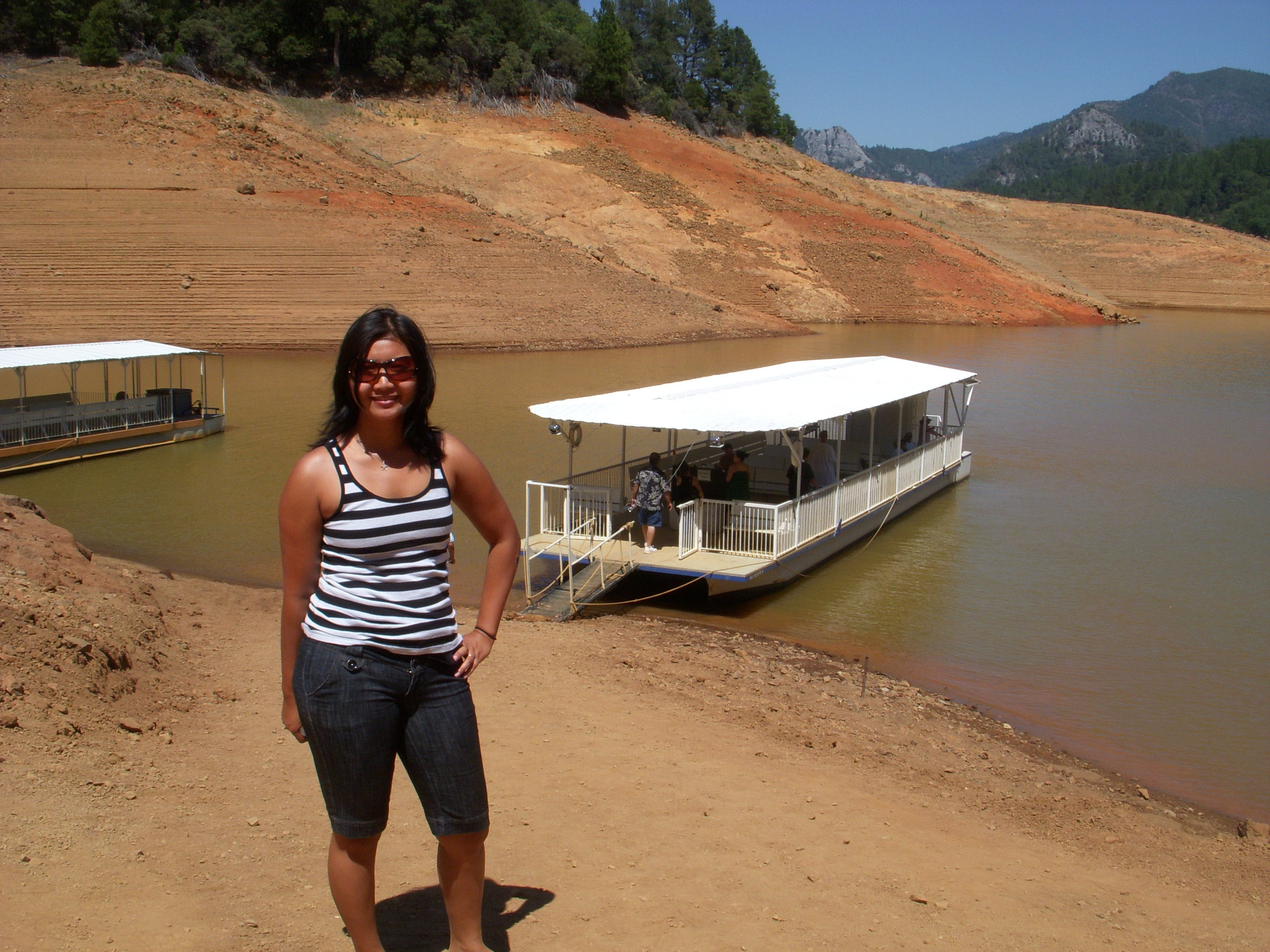 Mai and a pontoon