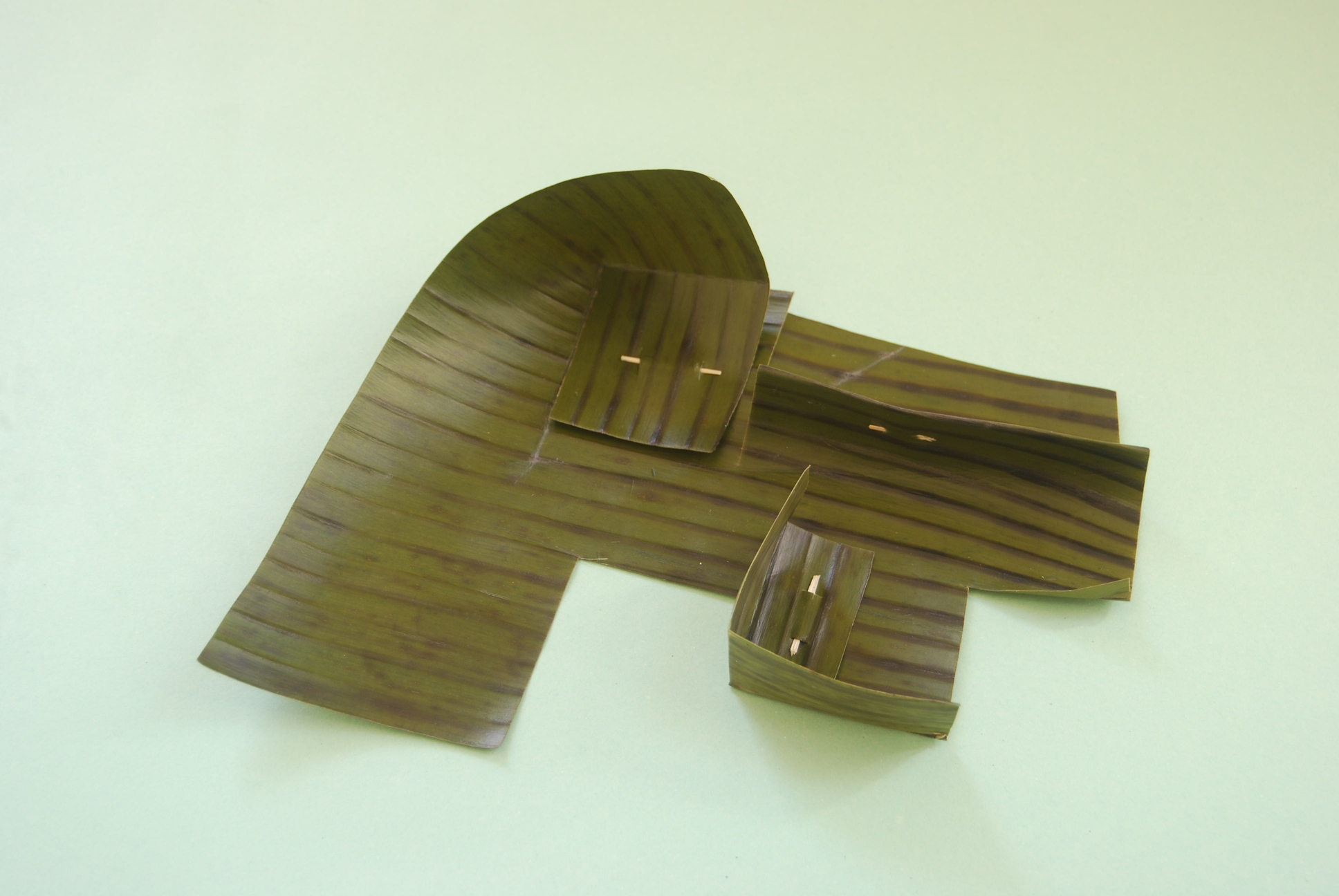 banana-leaves-mobile-sculptures-2-150dpi.jpg