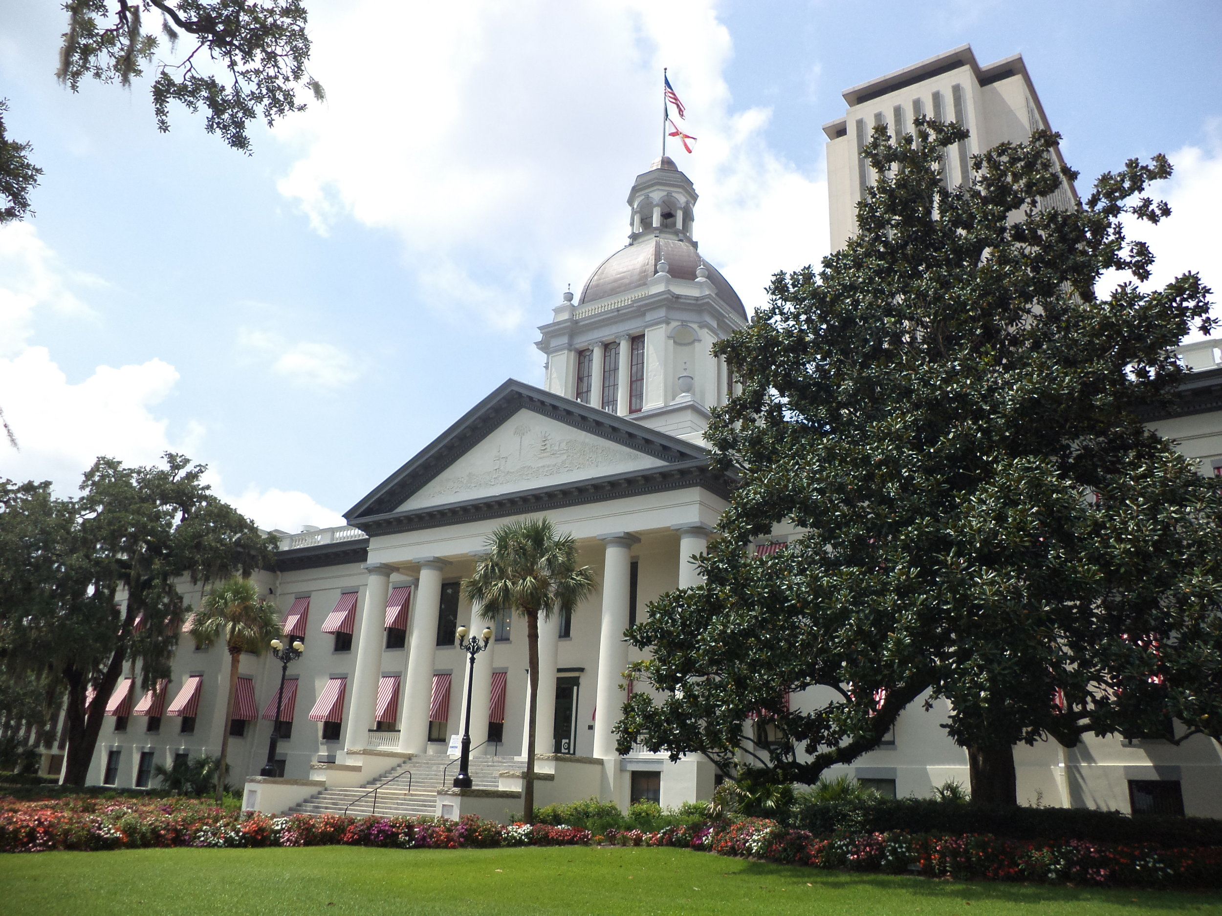 Florida's_Historic_Capitol_and_Florida_State_Capitol_1.jpeg