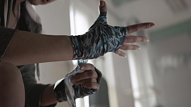 hand wraps woman.jpg