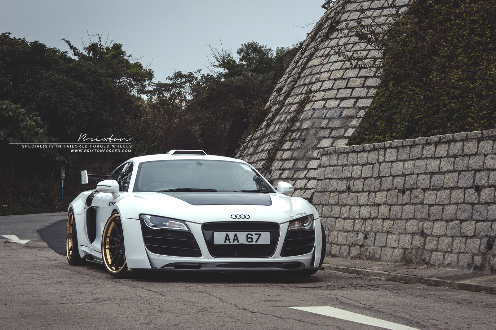 brixton-forged-wheels-prior-design-r8-reinart-design-white-audi-r8-brixton-m53-targa-series-forged-wheels-gold-02.jpg