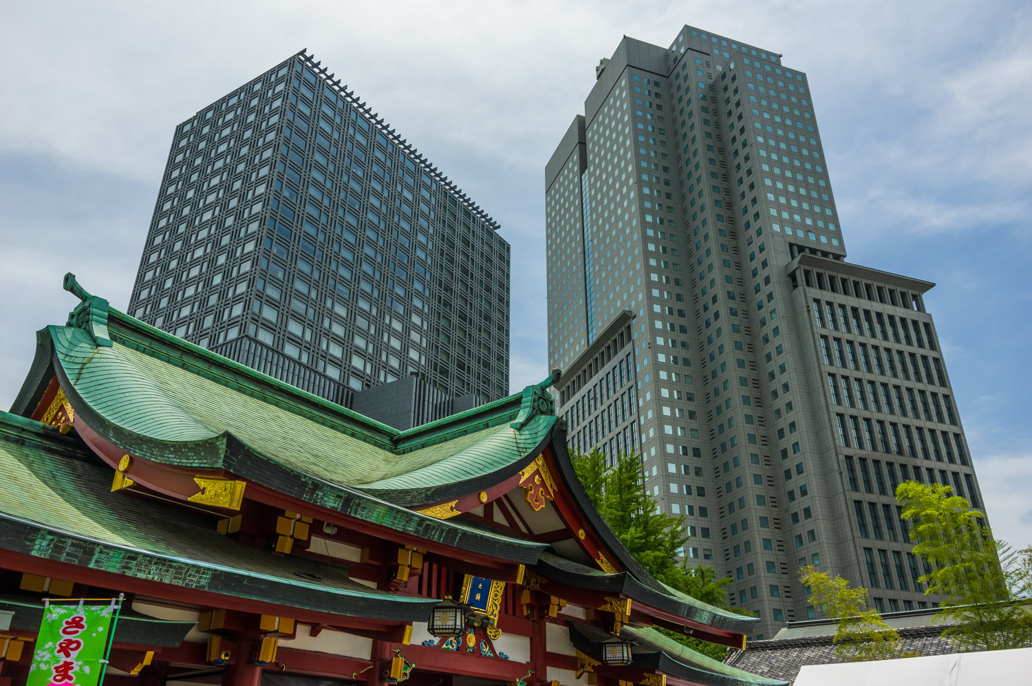 Skyscrapers tower over Hie shrine - I never tire of Tokyo views like this