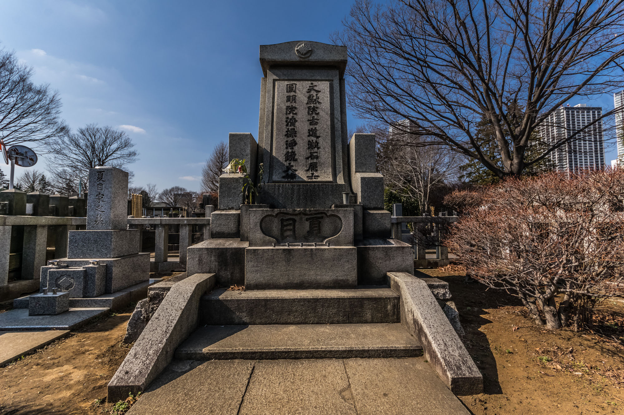 The grave of famous Japanese author Soseki Natsume