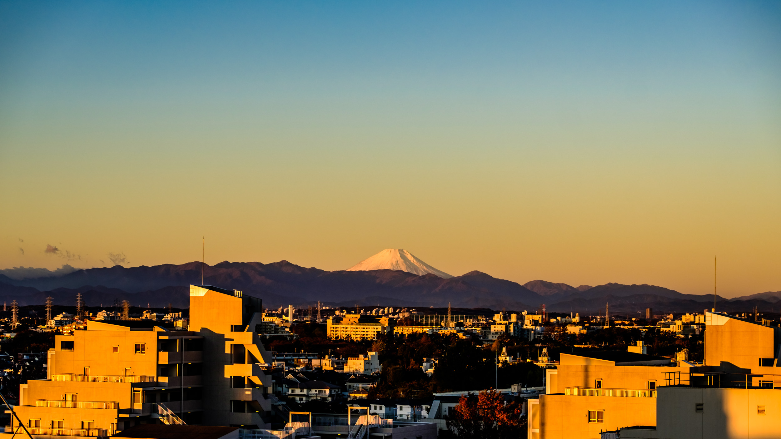 The wider shot of Mt. Fuji seen from my roof. There are practically no obstacles in the way