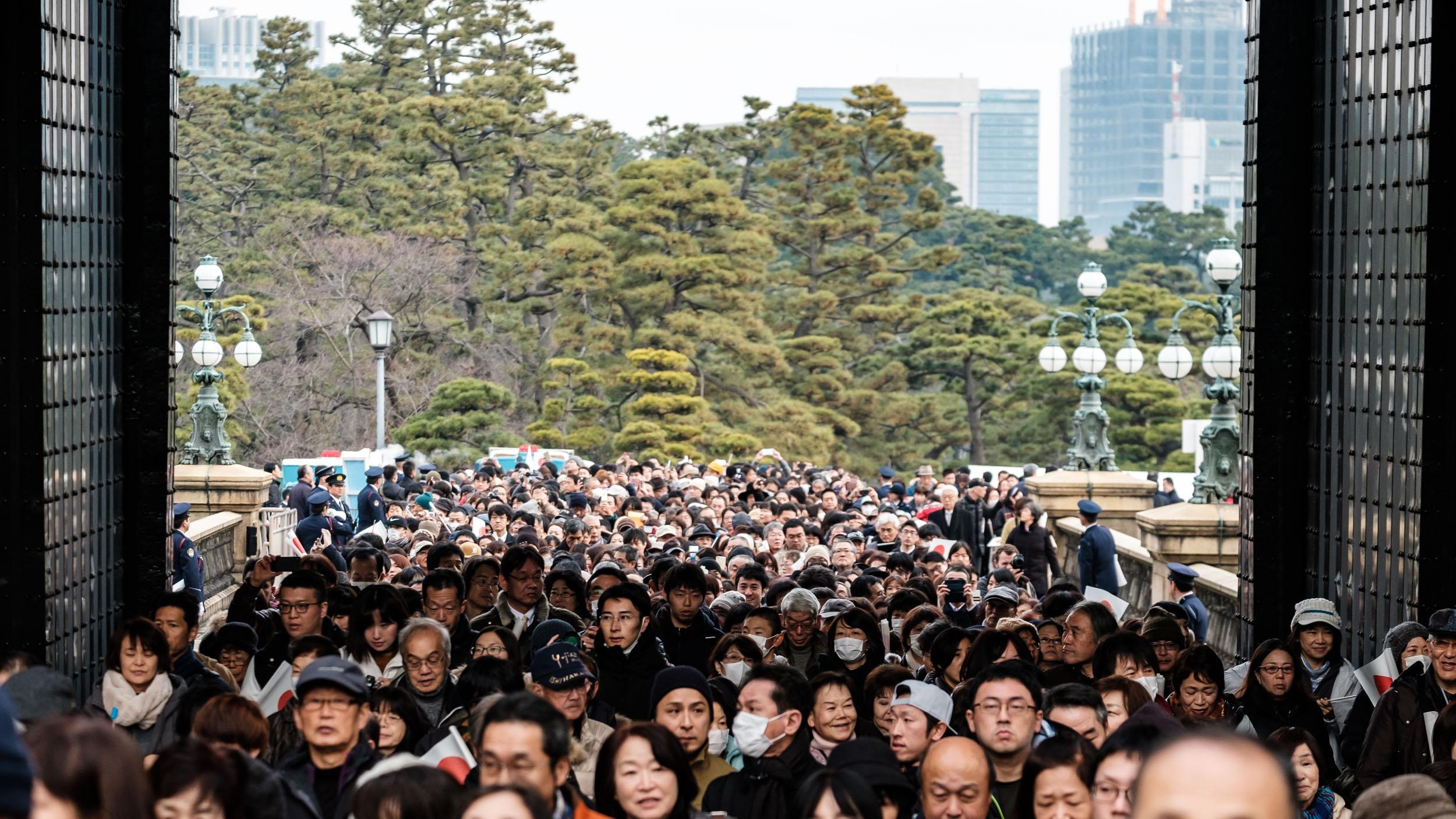 The crowd entering through Main Gate.