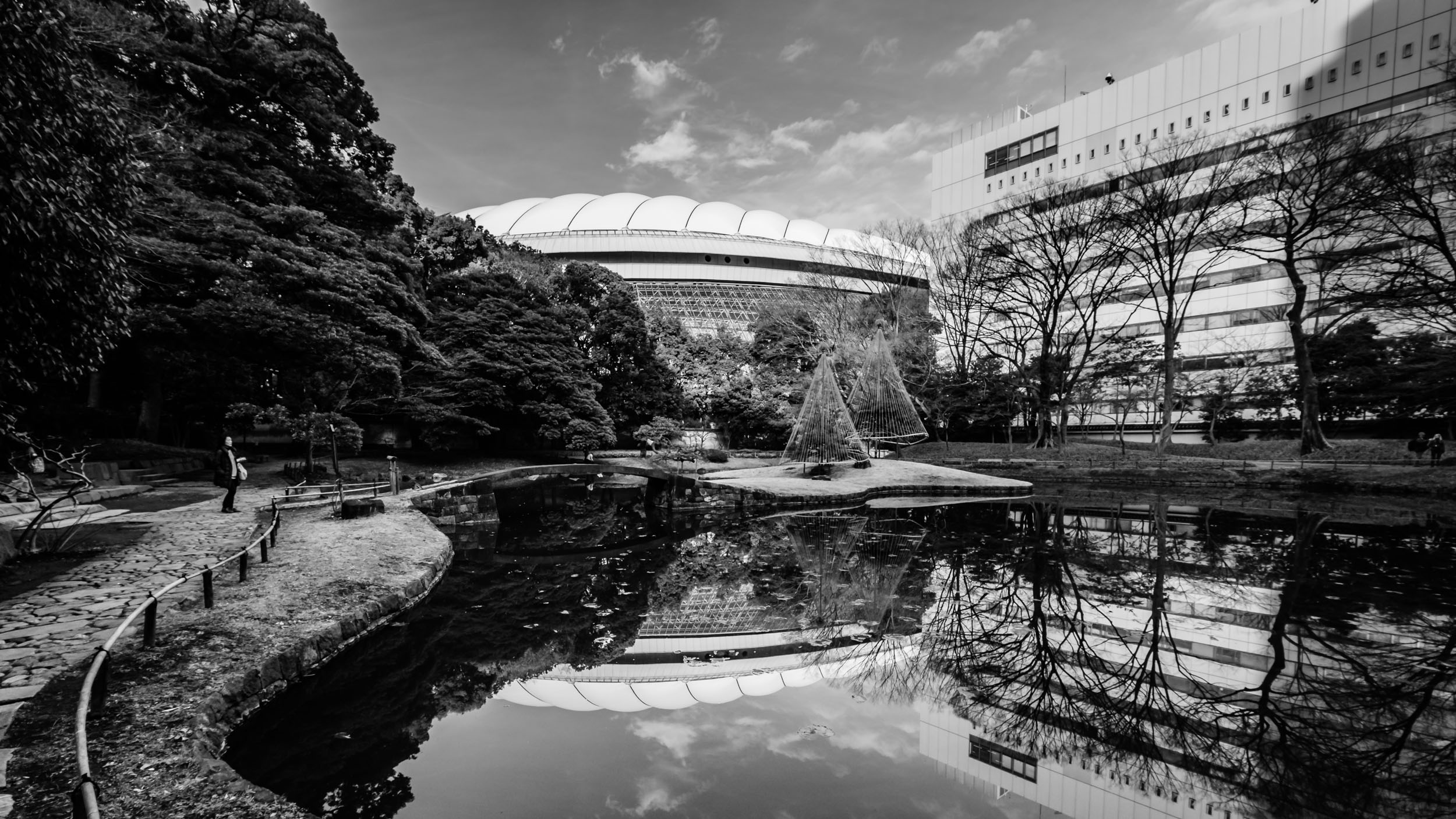 The  Nai-Tei  with Tokyo Dome reflected in the pond
