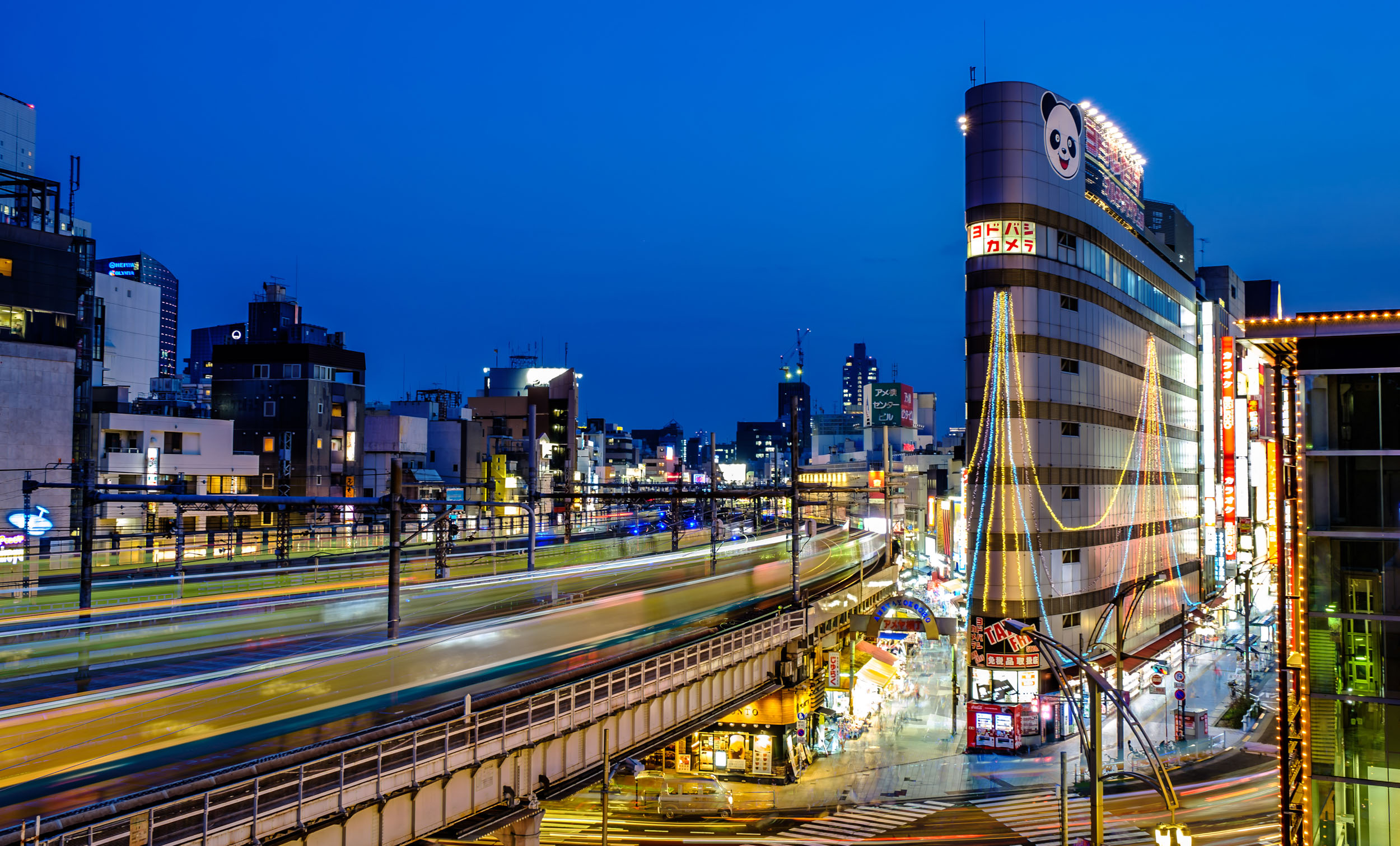 Trains at Ueno Station.jpg