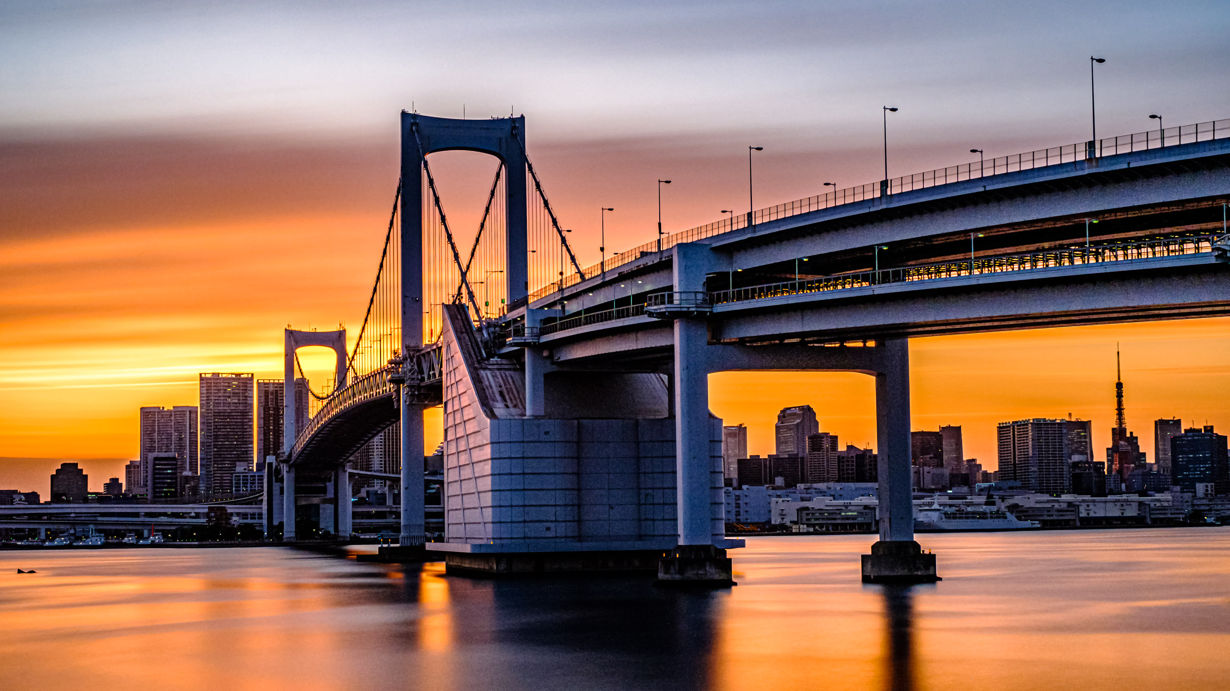 A four minute exposure of Rainbow Bridge and Tokyo taken at f/8 just before the sun went down