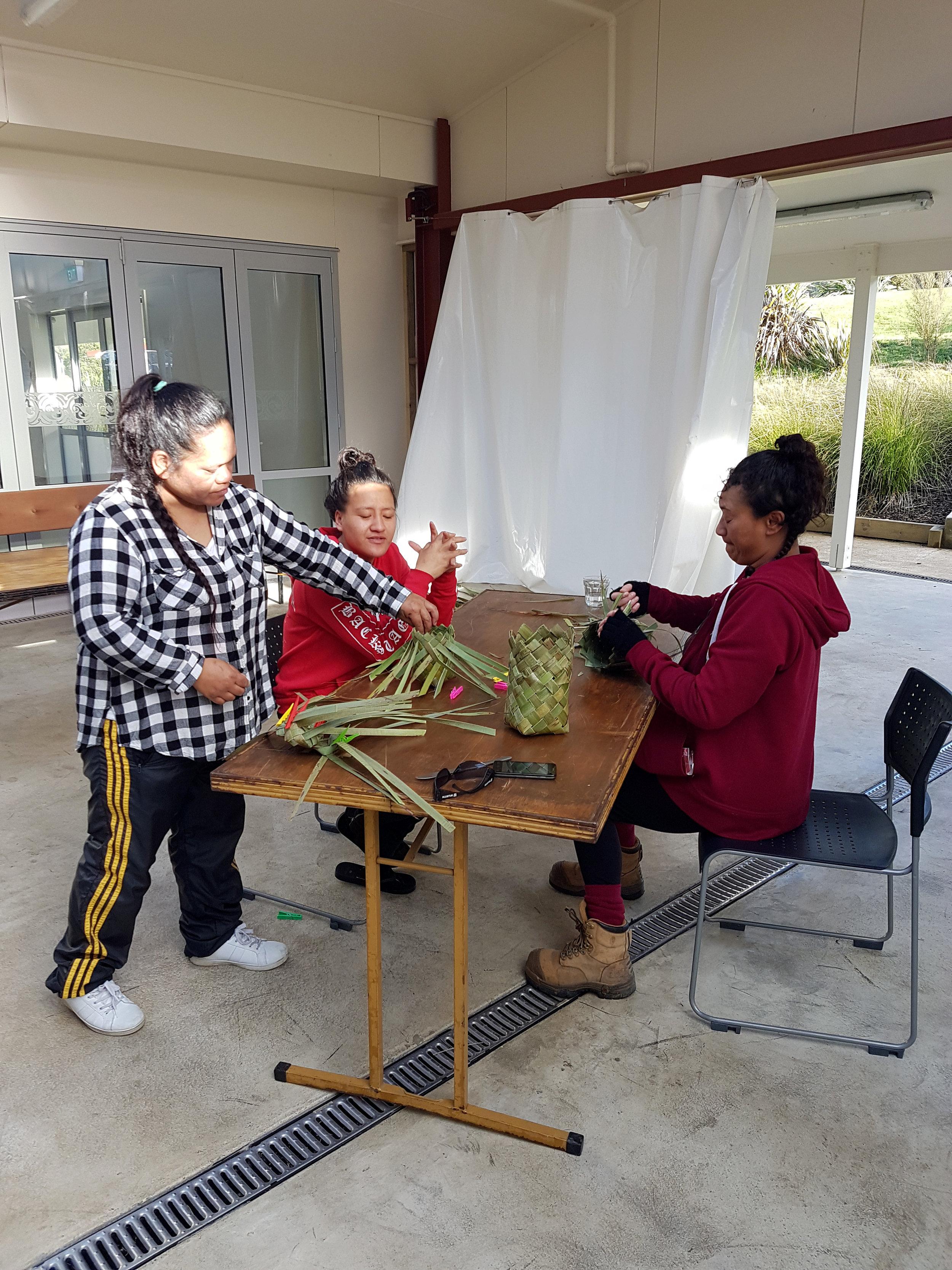 Kono and konae weaving
