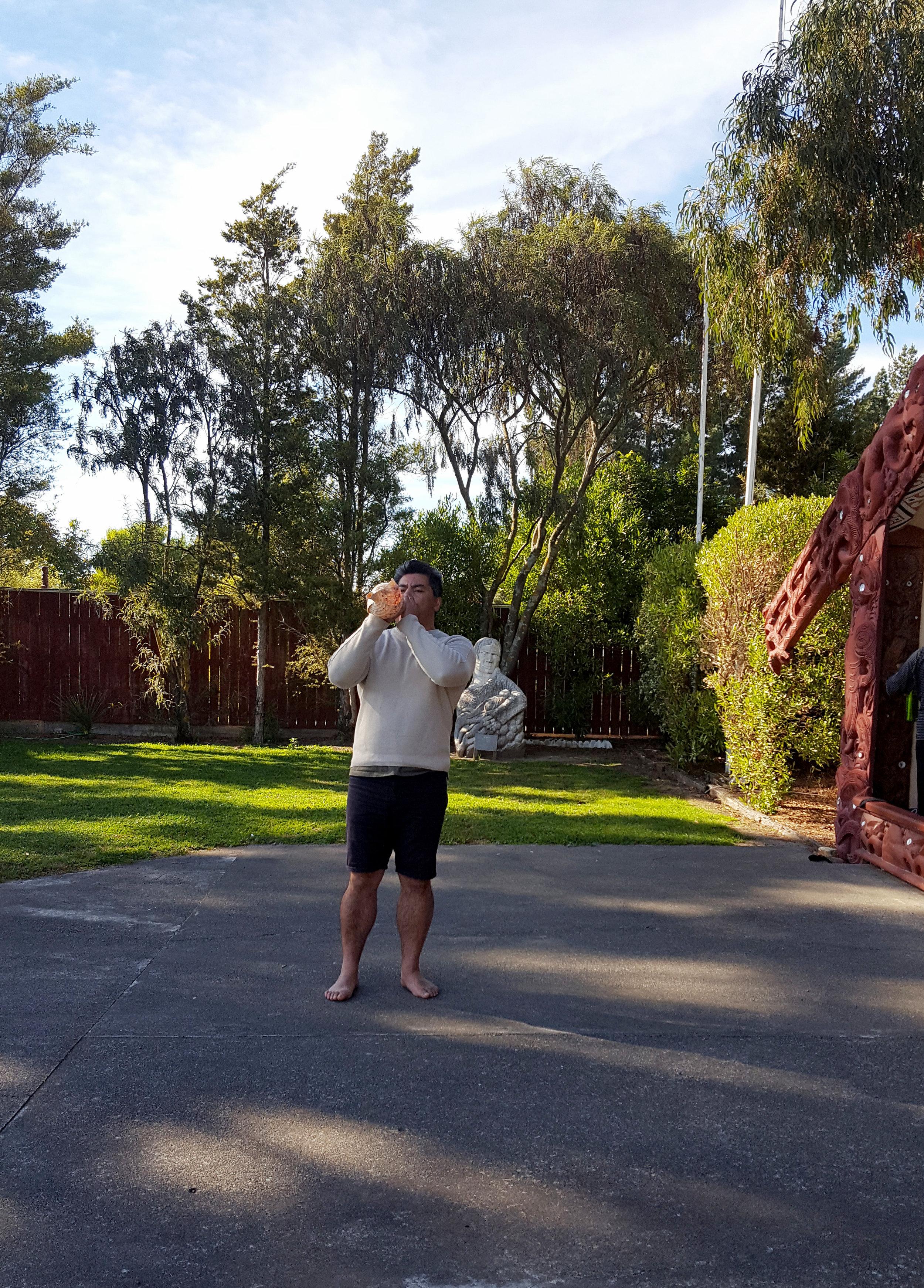 Sonny Alesana signalling kaimahi to return to the marae.