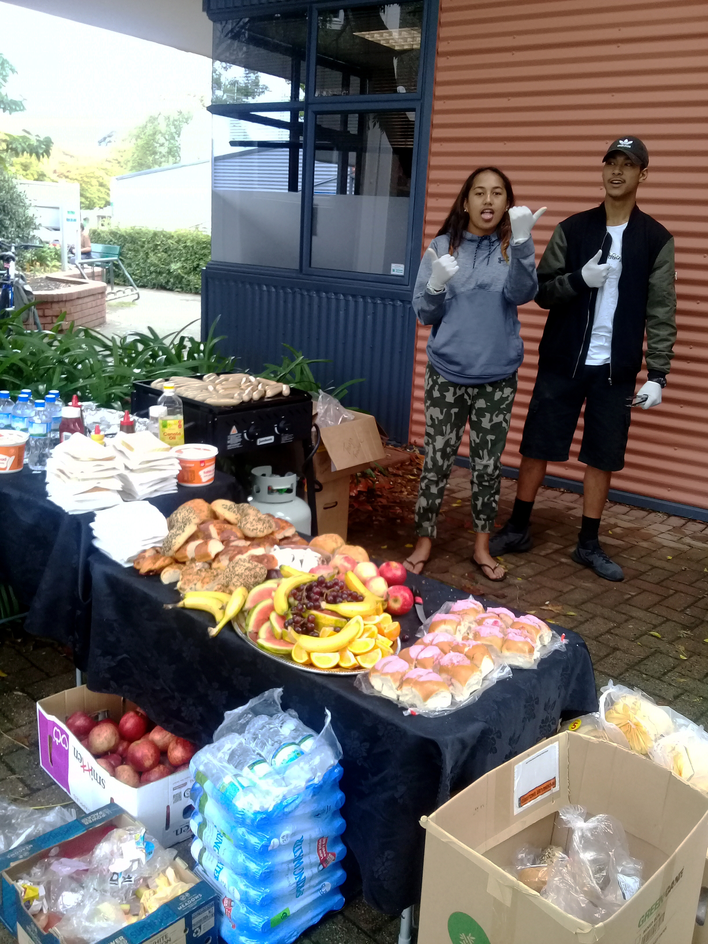 An abundance of great food laid out for rangatahi which included chicken, fresh fruits and bread as well as refreshing water.