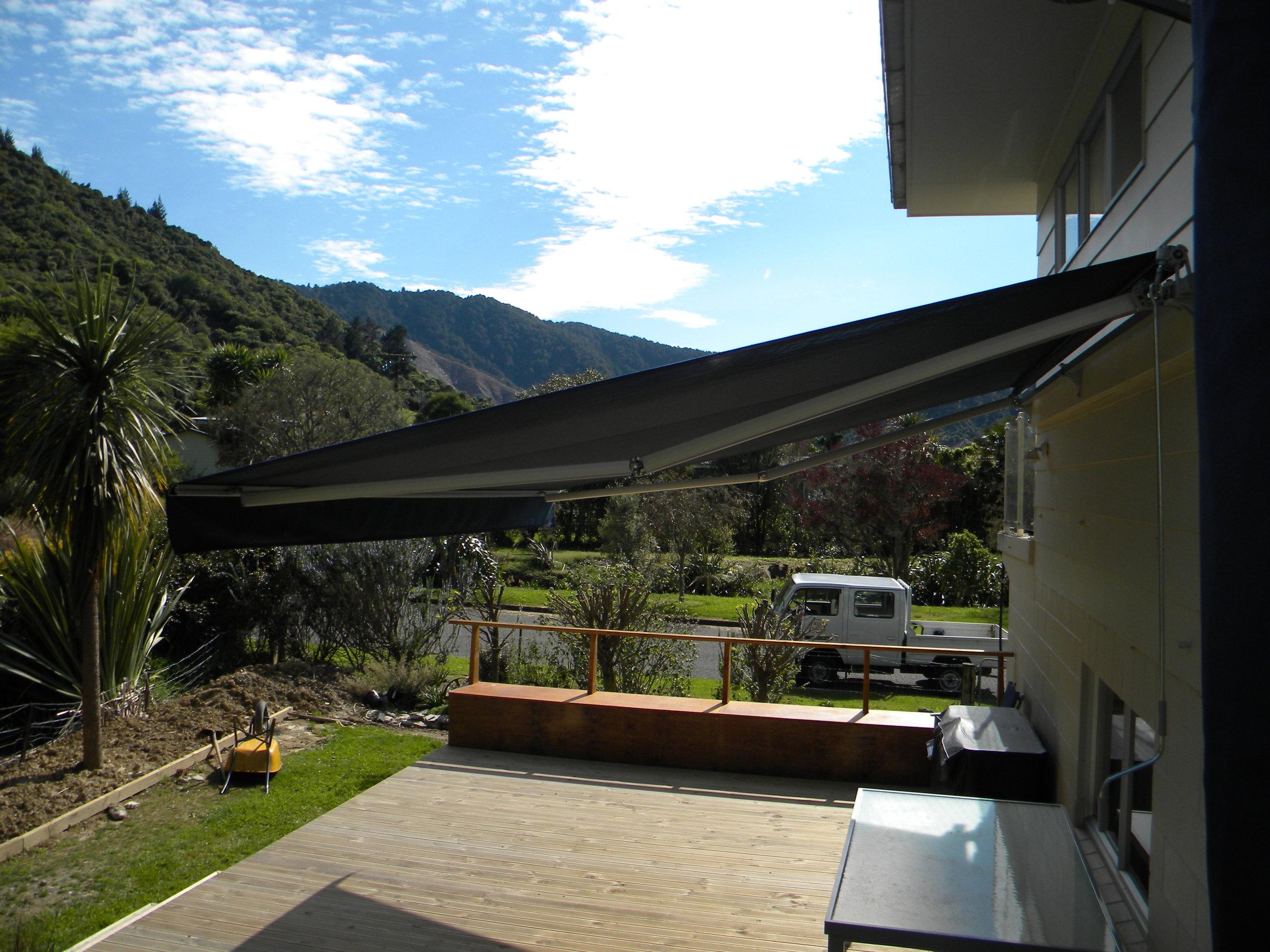 Rothchild awning in Anakiwa 004.jpg
