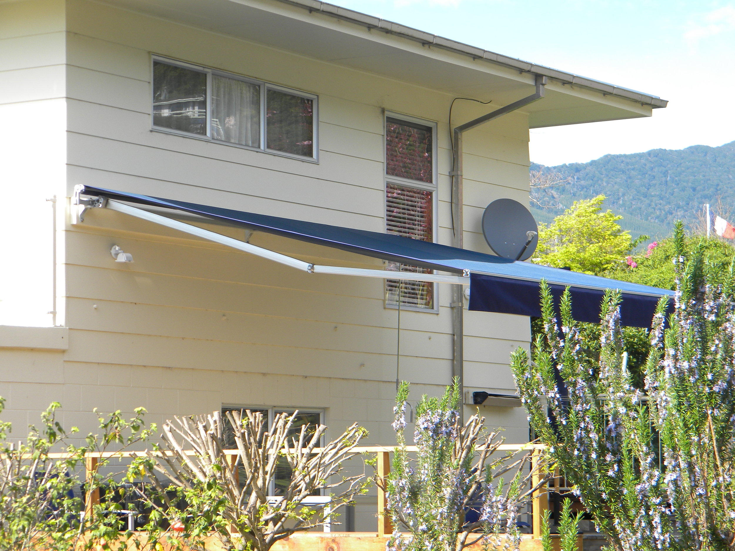 Rothchild awning in Anakiwa 003.jpg