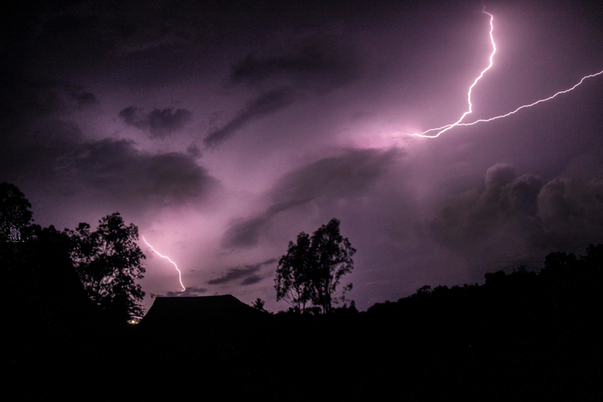 lightningweb.jpg