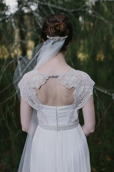 Beaded comb and veil with Ophellia