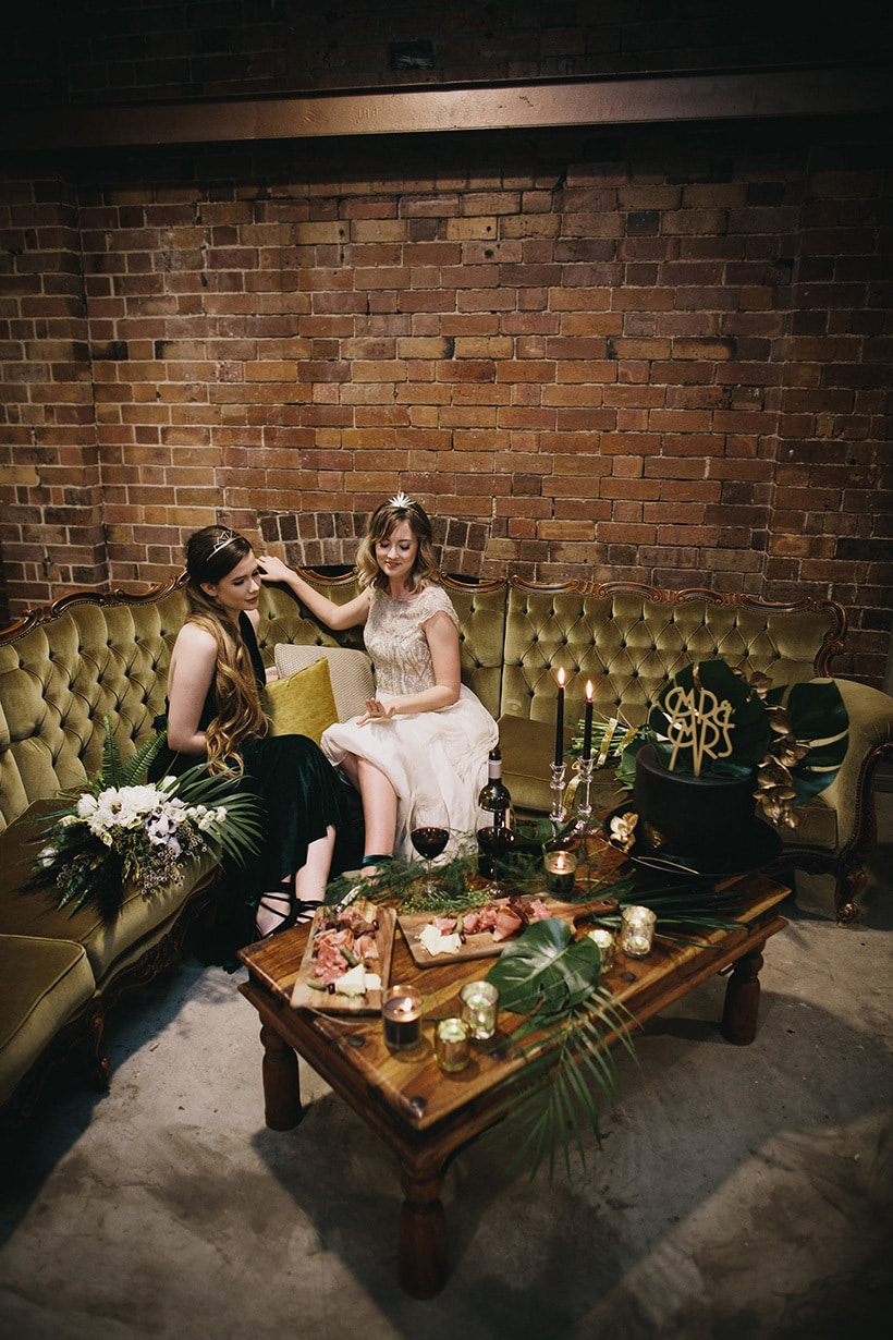 Emerald-Art-Deco-Wedding-Inspiration-04.jpg