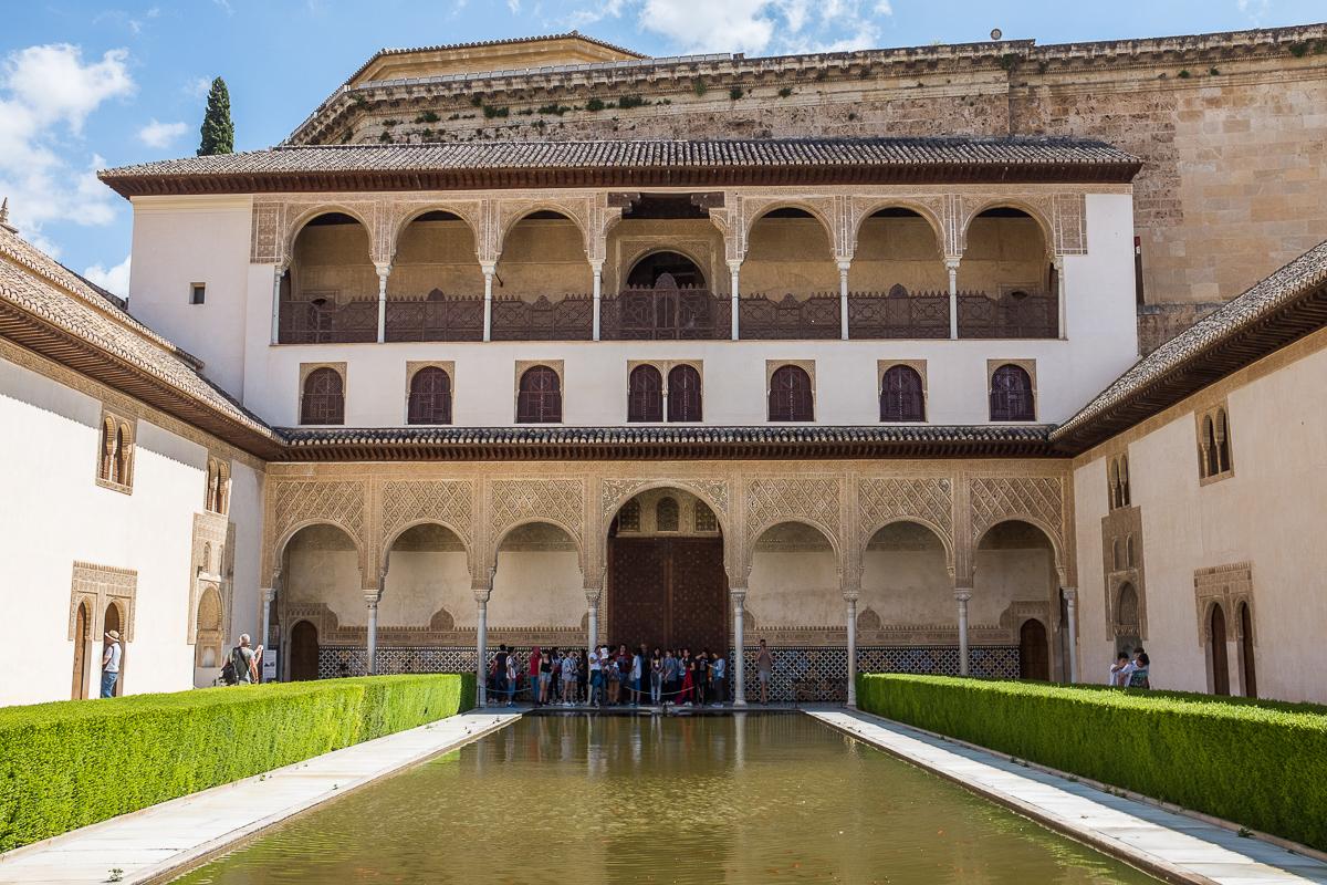 Court of the Myrtles, entrance into the Palacios Nazaríes.