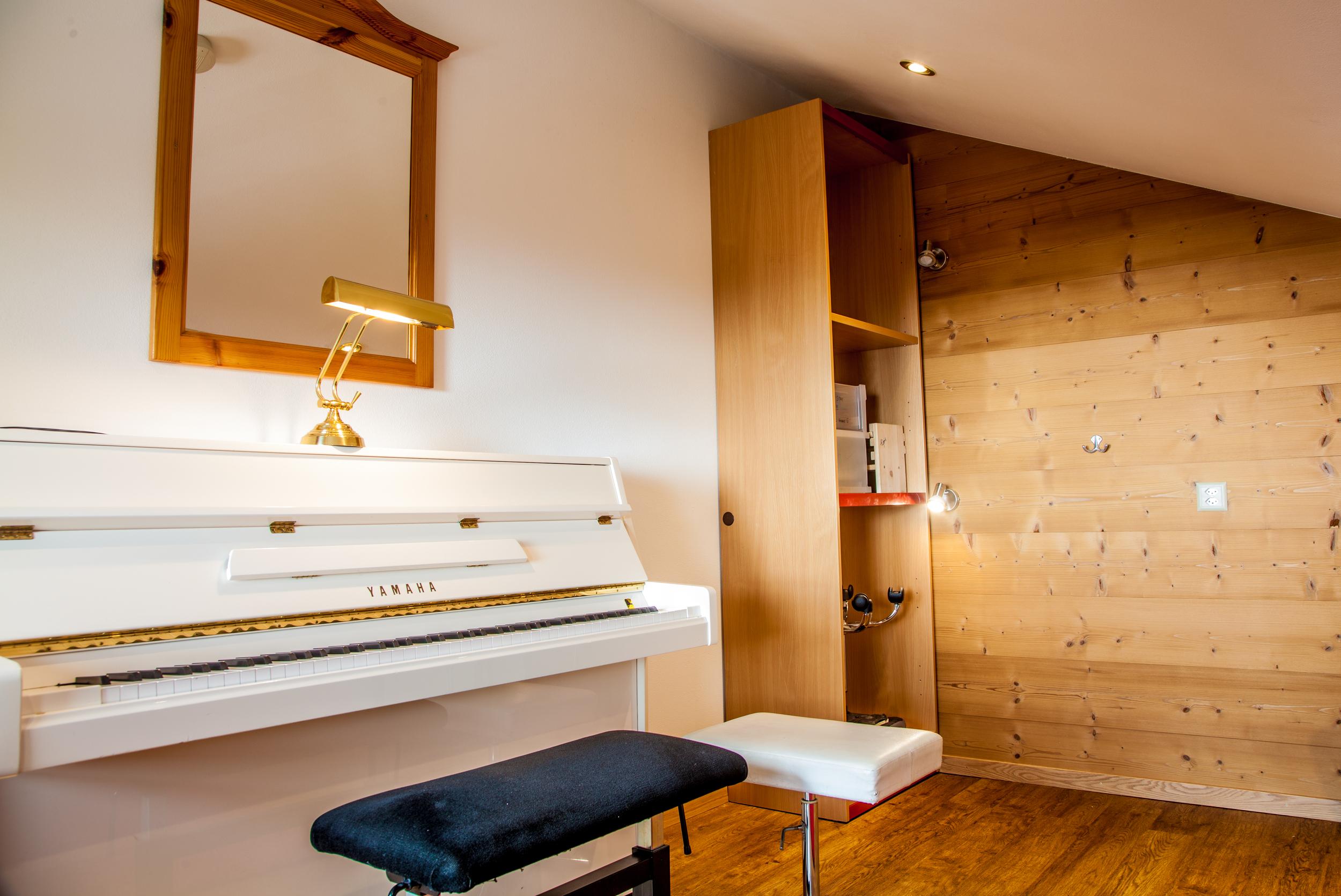 piano classroom.jpeg