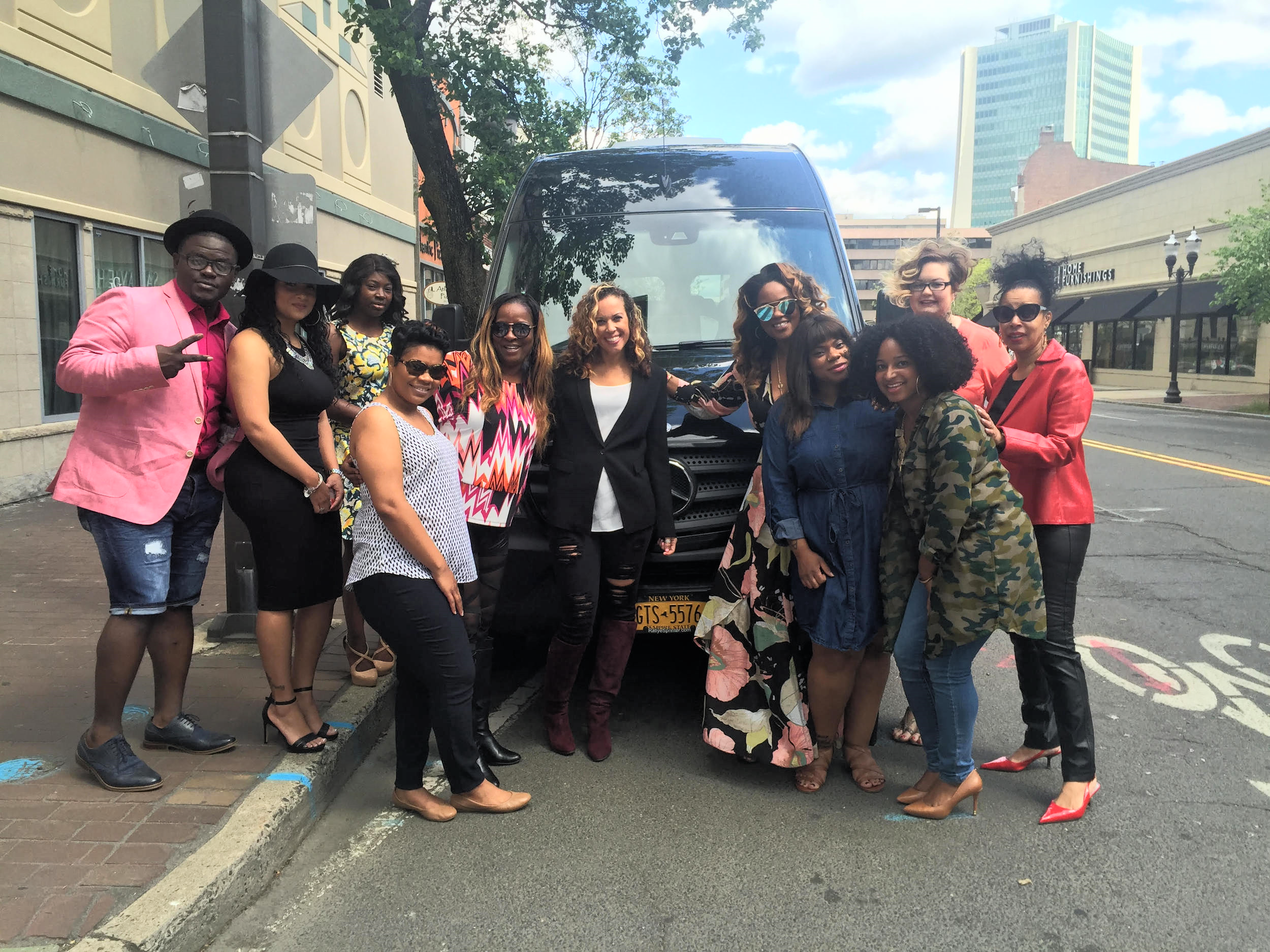 Mercedes Benz Sprinter pics all attendees up from VS for Travel to Manhattan