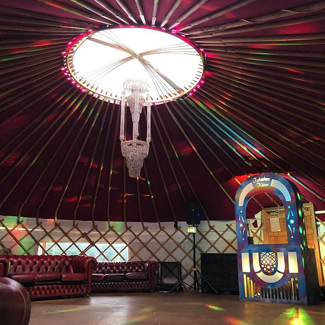 #jukeboxdisco and #lionelrichtea tonight in a magnificent yurt @plush_tents vibes set on @kisstoryanthems tonight! 🔥🔥🔥