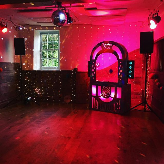 #jukeboxdisco in effect, not your average wedding dj booth! #now taking requests  #weddings #disco #dj #partypeople #weddingdj #70s  @pennardhouse