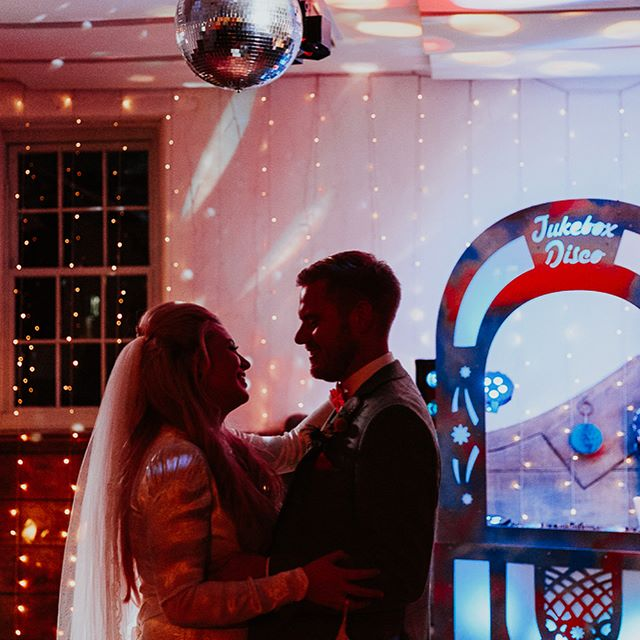 #tbt to Emma and Conor's super cool retro wedding last year at Pennard House. 'Twas a pleasure to choose the tunes  So many wonderful ideas packed into a day.  Recently featured on @whimsicalwonderlandweddings  Photo credit: @oxiphotography  @pennardhouse  #jukeboxdisco #lionelrichtea