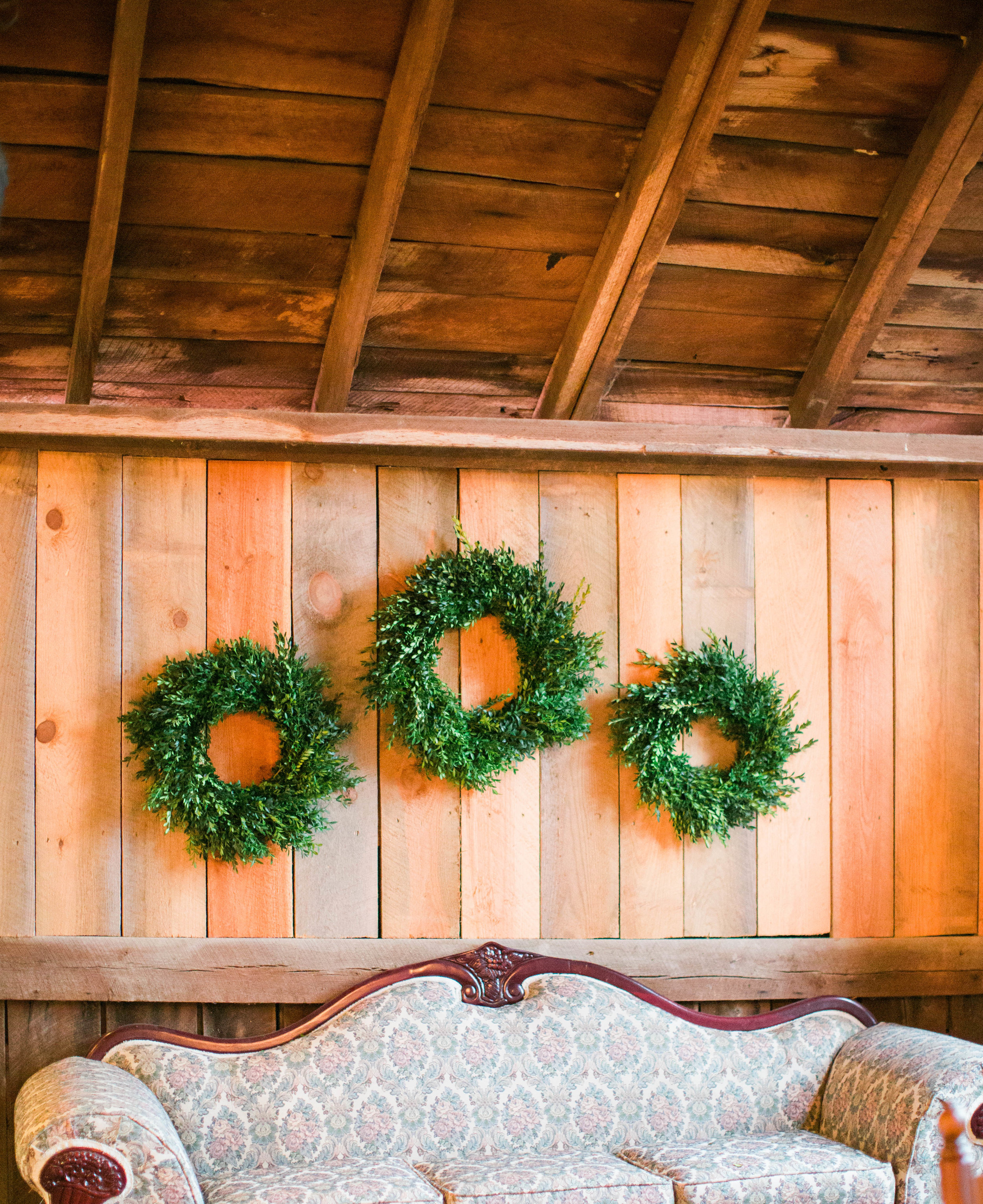 barnatspringhousewreath-3073.jpg