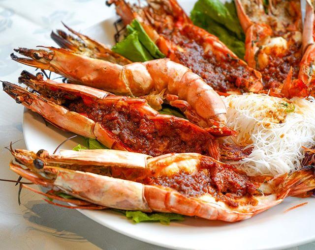 Prawns bigger than your iPhone XS Max 🦐 . Cholon Grilled Jumbo Prawns - Grilled Jumbo Prawns topped with a savoury yet mildly spicy meat sauce, a Saigon Star classic! . . . . . . . . . . . . . . . . . #igerstoronto #dailyhiveto #torontofoodie #foodstagram #thedailybite #toptorontorestaurants #tastetoronto #streetsoftoronto #instafoodie #tastethe6ix #foodporn #lovetoronto #torontofood #markhamfood #gourmet #narcitytoronto #gastropost #currycrab #richmondhill #toronto #grilledprawns #torontoeats #多伦多 #foodielife #cravethe6ix #instafood #raptors #markhamfoodie #saigonstar #curiocityTO