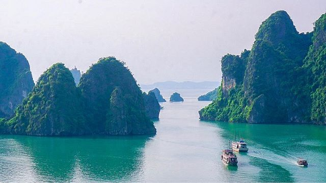 Every year we go back to Vietnam for a few things - visit family, get inspired by new culinary trends and to stay in touch with our humble roots. One of our favourite destinations from 2018's trip, this is the beautiful Halong Bay in Northern VN! 🇻🇳 . . . . . . . . . . . . . . . . . #toptorontorestaurants #richmondhill #foodielife #instafoodie #dailyhiveto #torontoeats #foodstagram #streetsoftoronto #gastropost #instafood #torontofoodie #igerstoronto #torontofood #foodporn #markhamfoodie #markhamfood #cravethe6ix #多伦多 #tastethe6ix #currycrab #gourmet #thedailybite #halongbay #saigonstar #narcitytoronto #toronto #lovetoronto #hanoi #tastetoronto #curiocityTO