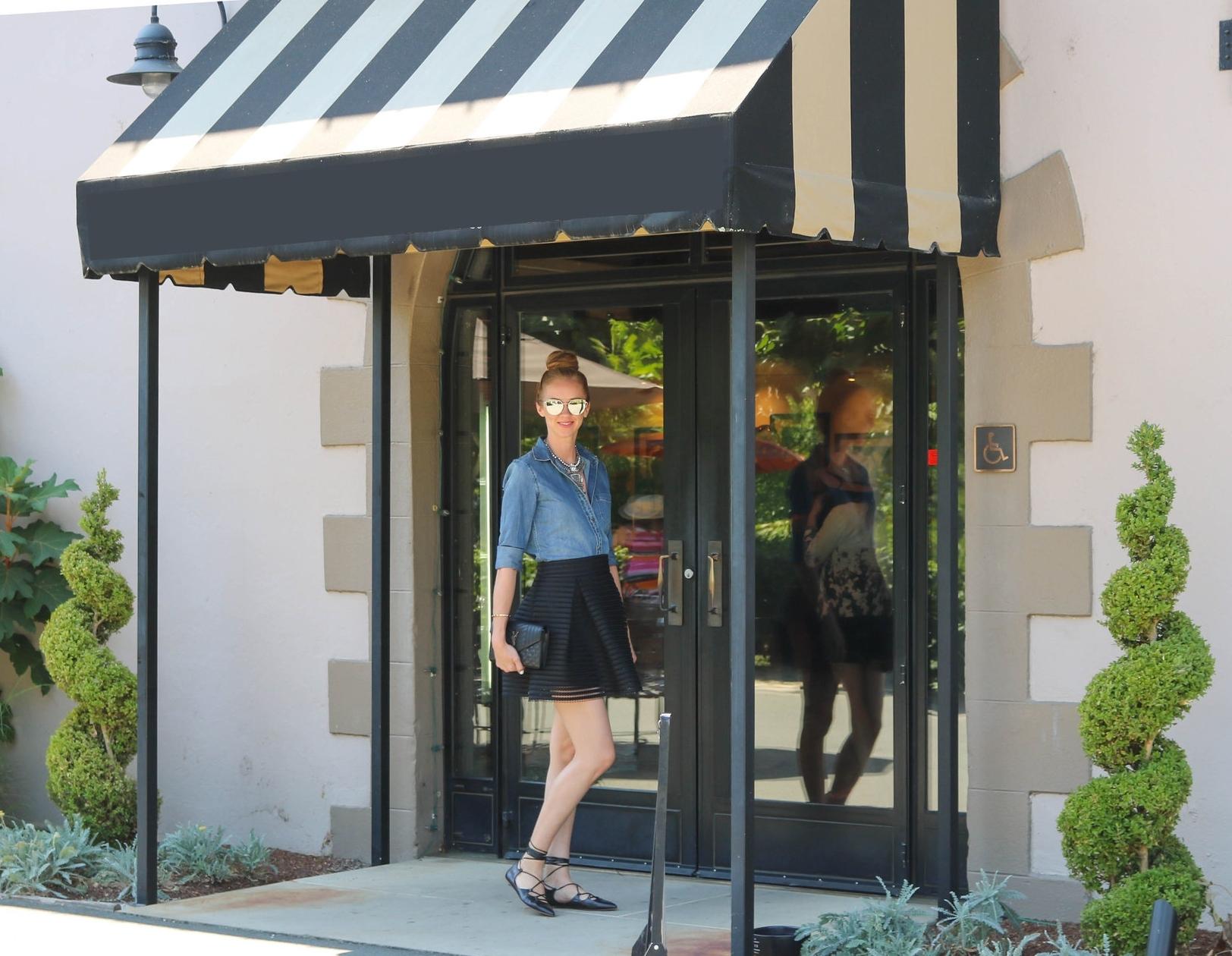 street-style-blogger-banana-republic-denim-shirt-black-lace-up-flats