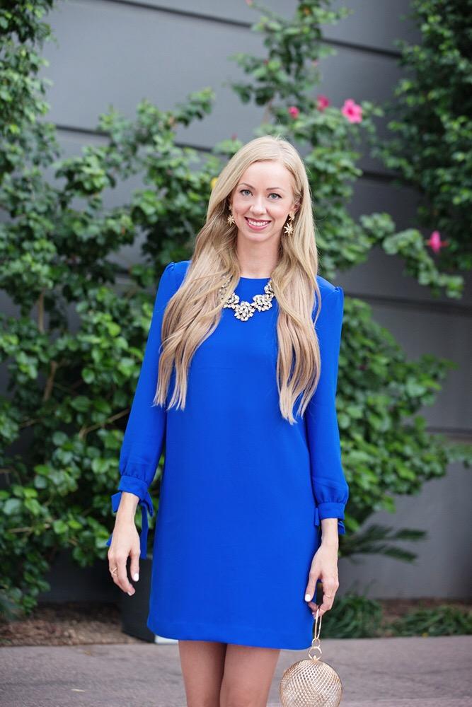 banana-republic-tie-sleeve-shift-dress-blue-blonde-hair-gold-jewelry.jpg