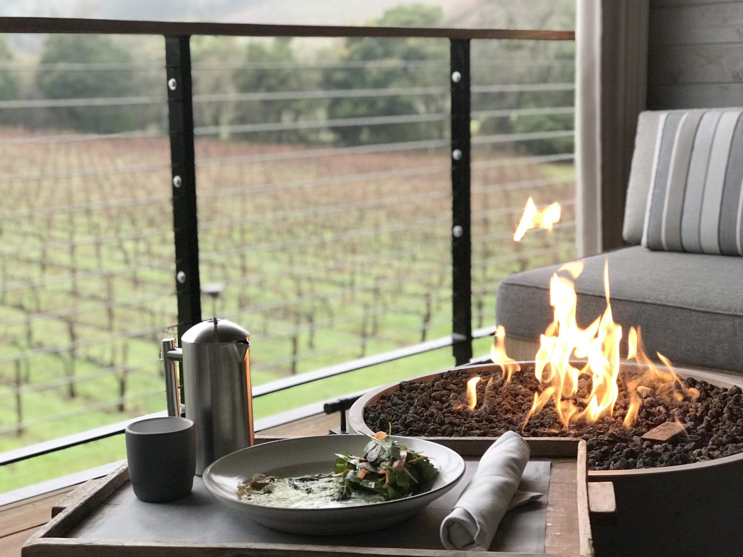 las-alcobas-hotel-napa-st-helena-breakfast-on-the-patio-firepit.jpg