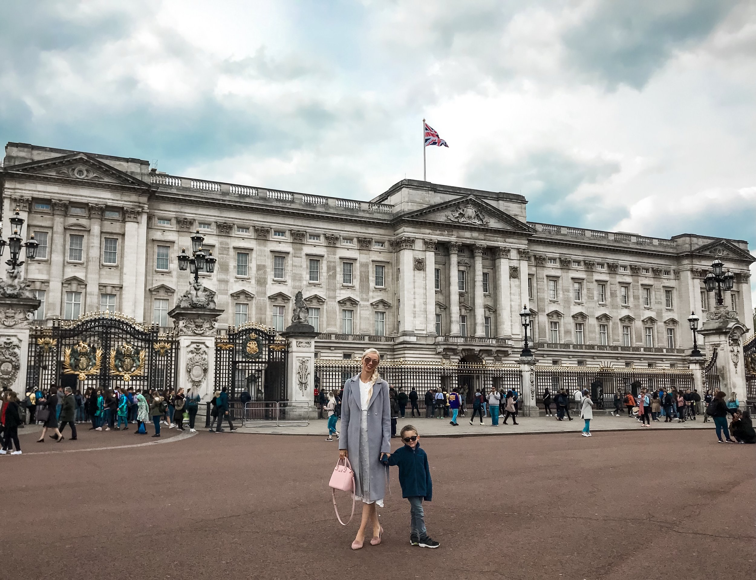 london-buckingham-palace-tips-for-traveling-with-kids.jpg