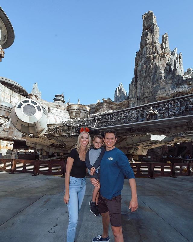 When William randomly has no school on Monday - we go to Disneyland! We finally got to see Galaxy's Edge and it was epic - we flew the Millennium Falcon, built a light saber, had drinks at the cantina and met Rey & Chewy! Such a blast. Have you been - what did you think? Don't miss my stories for all the fun! @disneyland #disneyland #starwars #galaxysedge #disney #disneypartner // http://liketk.it/2Fpig #liketkit