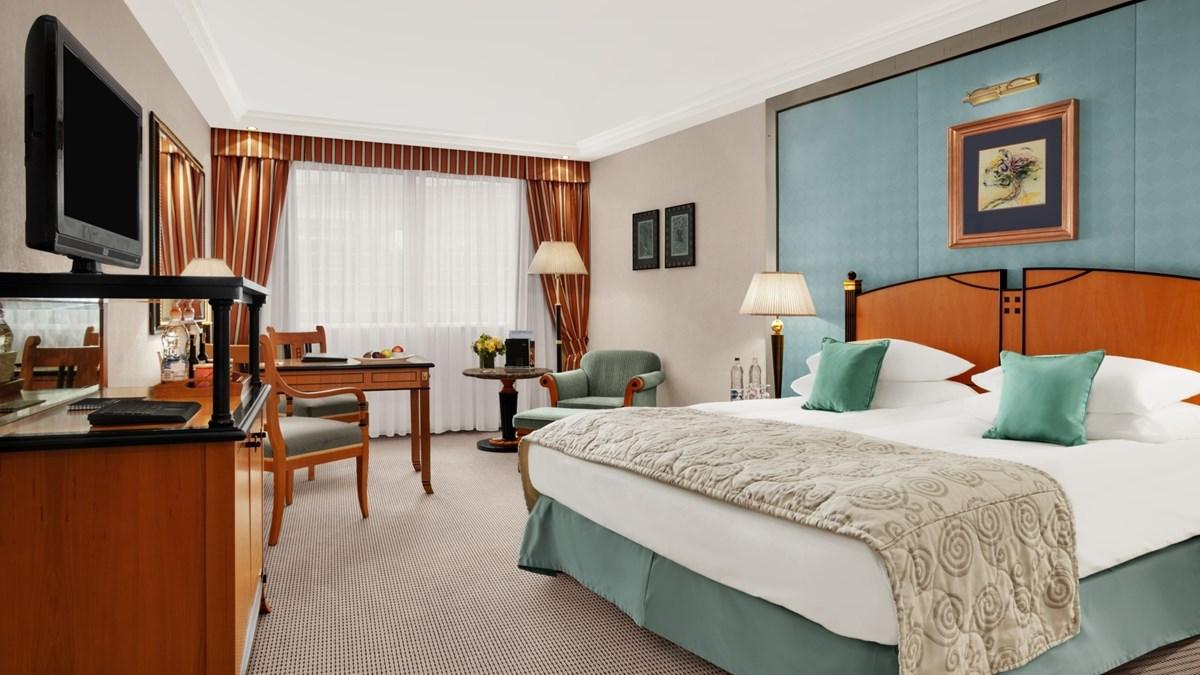 kempinski-hotel-corvinus-budapest-room-superior.jpg