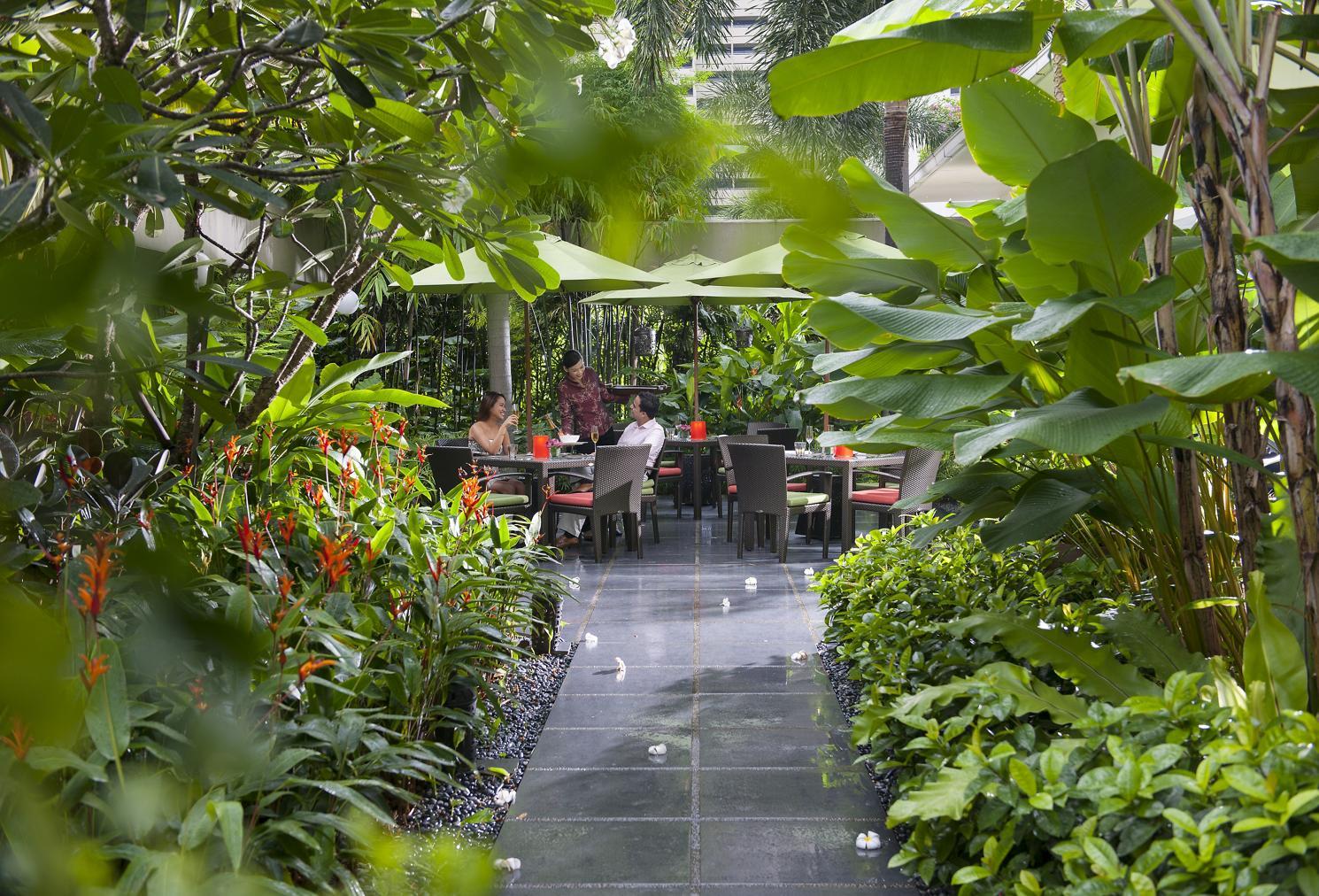 singapore-restaurant-melt-the-world-cafe-service-3.jpeg