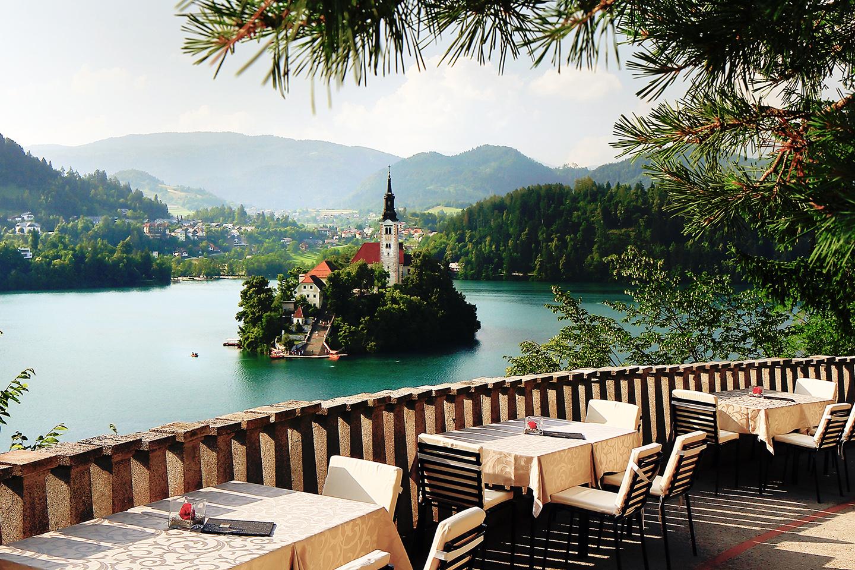 Wedding_in_Slovenia_vila_bled_lake_view.jpg