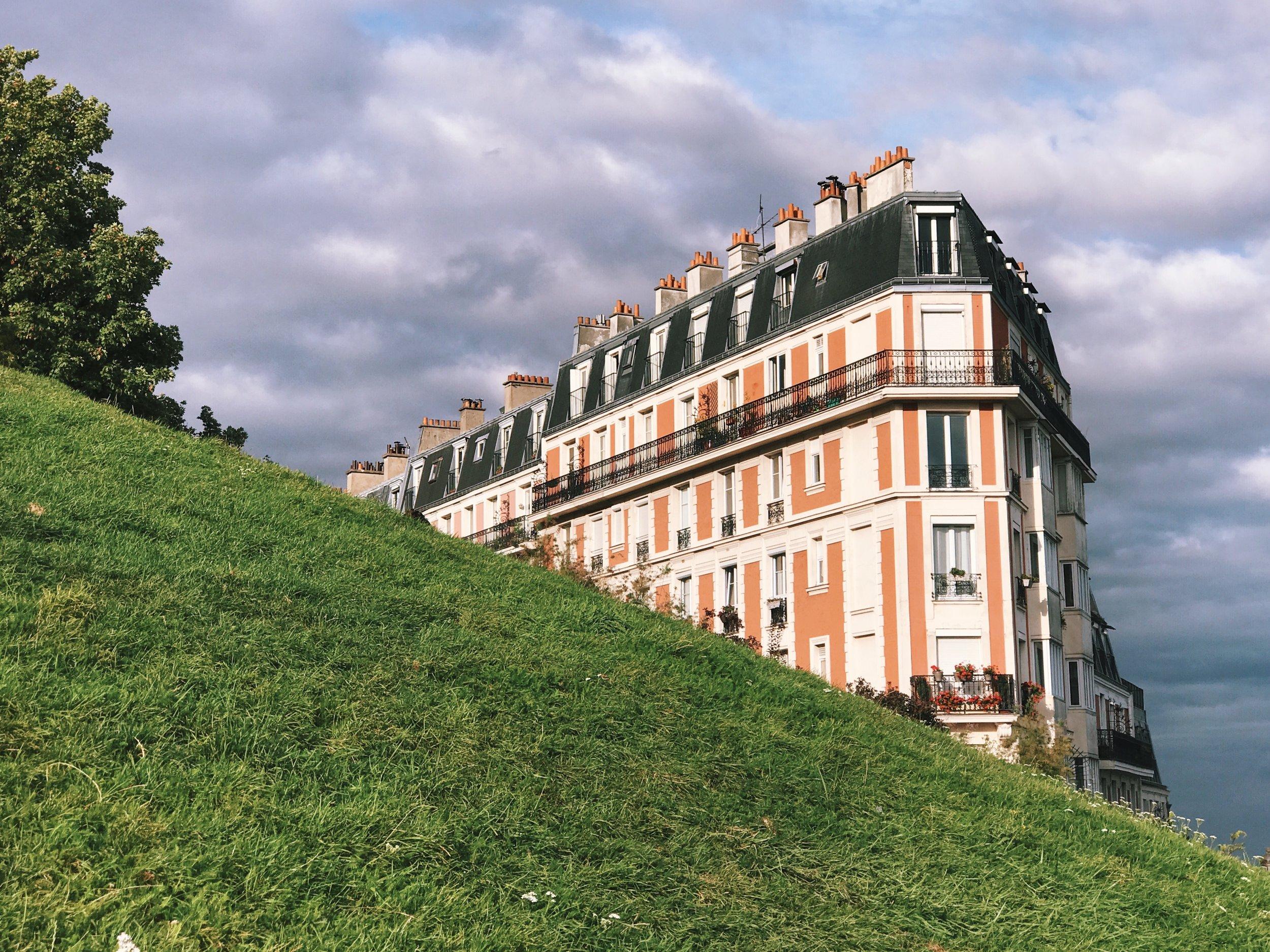 Climbing up to Sacré-Cœur